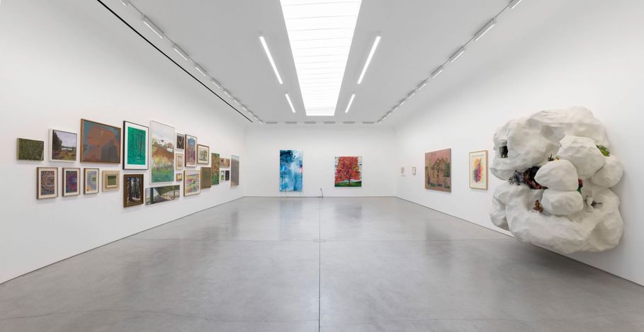 Exhibition view: Group Exhibition,The Beatitudes of Malibu,David Kordansky Gallery, Los Angeles (15 May–2 July 2021). Courtesy David Kordansky Gallery.