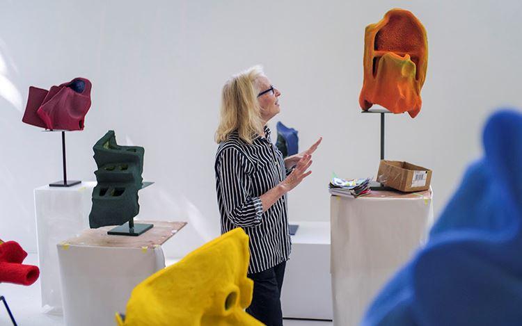 Arlene Shechet in her studio in Woodstock, New York. © Arlene Shechet.