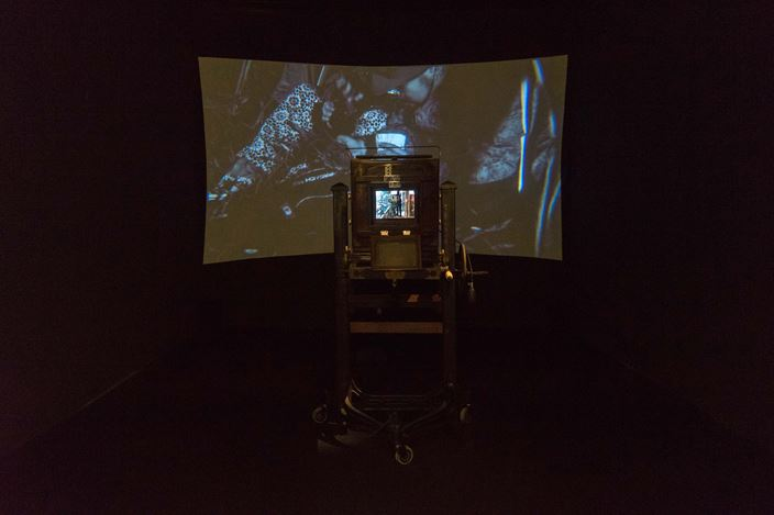 Hu Jieming, A Story in Camera (2018). Double channel video installation. 79 x 89 x 102cm. Exhibition view:Imagination is Reality: Hu Jieming & Hu Weiyi's South East Asia Residency Exhibition,ShanghART, Singapore (14 April–23 May 2018). Courtesy ShanghART.