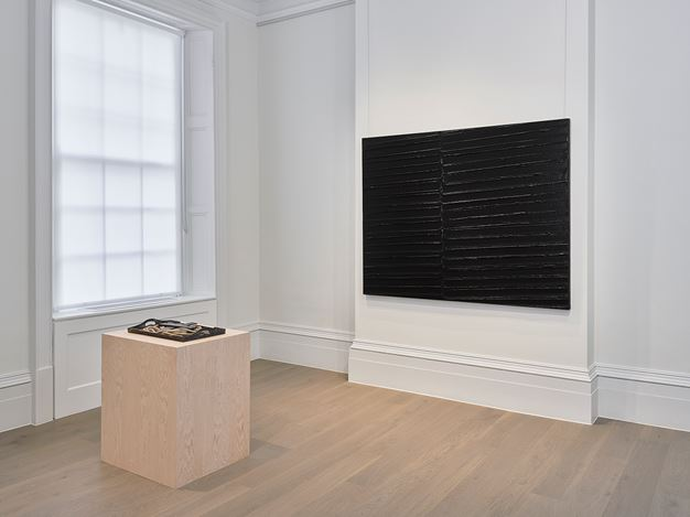 Exhibition view: Simon Hantaï, Pierre Soulages and Antoni Tàpies, Timothy Taylor, London (6 September–19 October 2019). Courtesy Timothy Taylor.