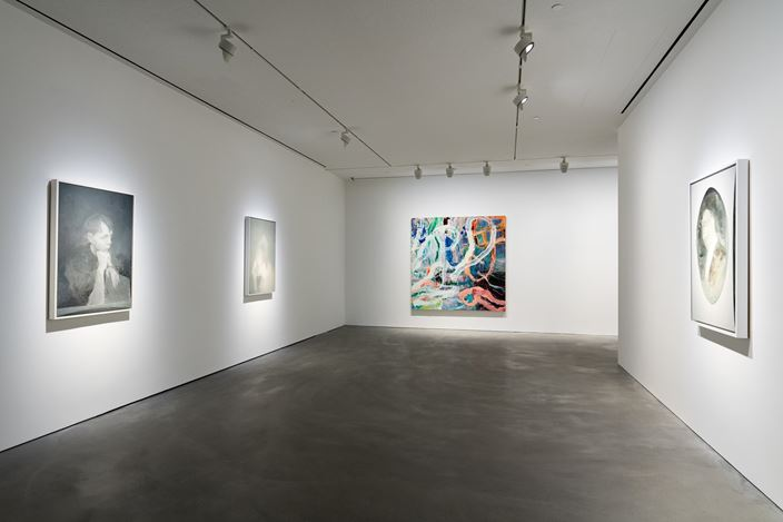 Exhibition view: Group Exhibition, Zhang Xiaogang, Mao Yan, Qiu Xiaofei, Pace Gallery, Hong Kong (22 November–21 December 2019). © Zhang Xiaogang; Mao Yan; Qiu Xiaofei. Courtesy Pace Gallery.