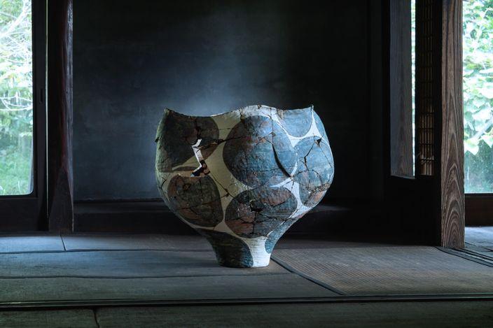 Kazunori Hamana, Yukiko Kuroda,Untitled.Ceramic and Japanese lacquer. © Kazunori Hamana, Yukiko Kuroda. Courtesy Blum & Poe, Los Angeles. Photo: Noboru Murata.