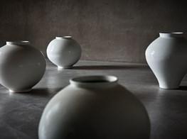 "Kwon Dae-Sup<br><em>Moonjars</em><br><span class=""oc-gallery"">Axel Vervoordt Gallery</span>"