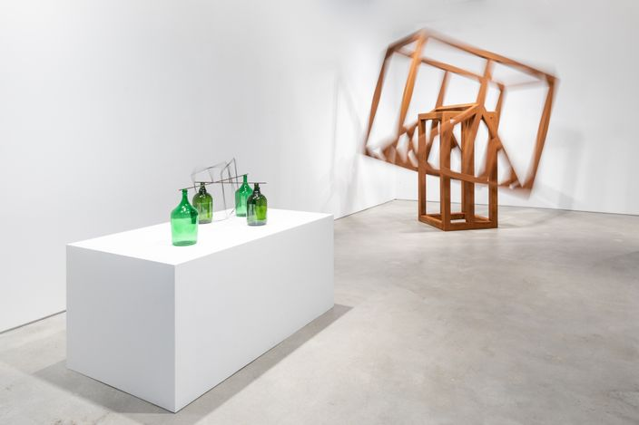 Exhibition view: Raul Mourão, Empty Head, Galeria Nara Roesler, New York (17 April–19 June 2021). Courtesy the artist and Galeria Nara Roesler. Photo: Charles Roussel.