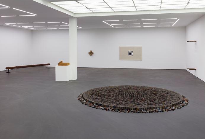 Exhibition view: Roman Ondak,Perfect Society, Esther Schipper, Berlin (13 September–26 October 2019). Courtesy the artist and Esther Schipper, Berlin. Photo:Andrea Rossetti.
