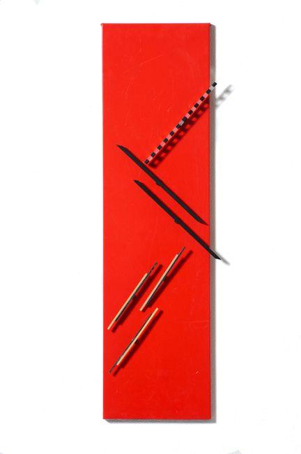Tavola magnetica a listelli fondo rosso by Grazia Varisco contemporary artwork