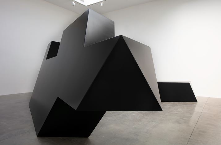 Exhibition view: Tony Smith, Source, Tau, Throwback, Pace Gallery, 510 West 25th Street, New York (26 April–26 July 2019). Courtesy Pace Gallery.