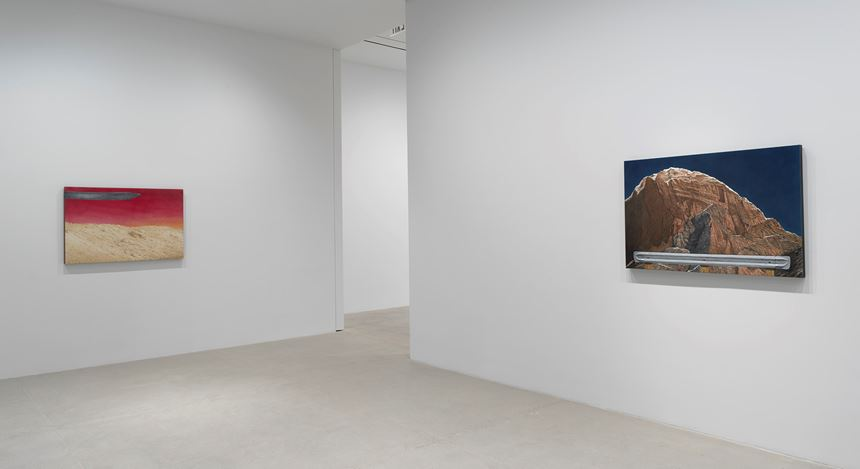 Exhibition view: Ed Ruscha, Paintings, Gagosian, 541 W 24th Street, New York (14 November 2020–23 January 2021). © Ed Ruscha. Courtesy Gagosian. Photo: Rob McKeever.