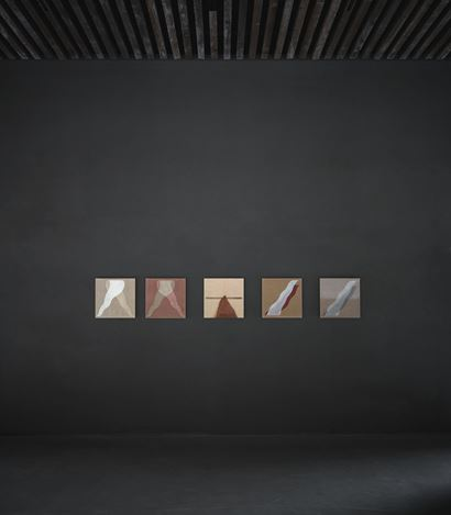 Exhibition view: Tsuyoshi Maekawa, Axel Vervoordt Gallery, Antwerp (7 March–20 June 2020). Courtesy Axel Vervoordt Gallery.