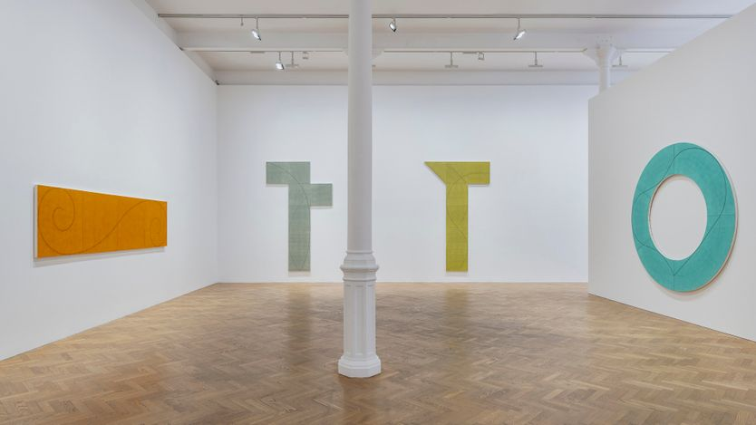 Exhibition view: Robert Mangold, A Survey 1981–2008, Pace Gallery, London (12 April–22 May 2021). © Robert Mangold / Artists Rights Society (ARS), New York. Courtesy Pace Gallery. Photo: Damian Griffiths.