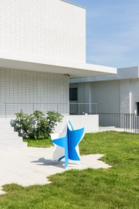 Dancing star (blue and white) by Wonwoo Lee contemporary artwork sculpture
