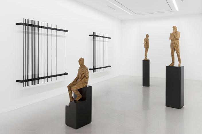 Exhibition view: Xavier Veilhan, Flying V, Galerie Perrotin, Paris (7 September–23 September 2017). © Xavier Veilhan. Courtesy the artist and Galerie Perrotin, Paris. Photo: Claire Dorn.