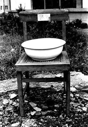 Washing Hands by Huang Hua-Cheng contemporary artwork mixed media
