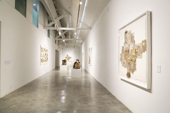 Exhibition view: Alfredo & Isabel Aquilizan, STPI, Singapore (16 September–28 October 2017). Courtesy STPI, Singapore.