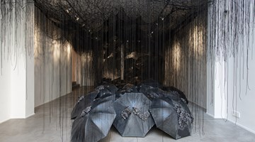 Contemporary art exhibition, Chiharu Shiota, Black Rain at Templon, Brussels