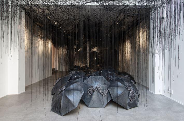 Exhibition view: Chiharu Shiota, Black Rain, Templon, Brussels (24 April–1 June 2019). © Chiharu Shiota. Courtesy Galerie Templon, Paris-Bruxelles. Photo: Isabelle Arthuis.