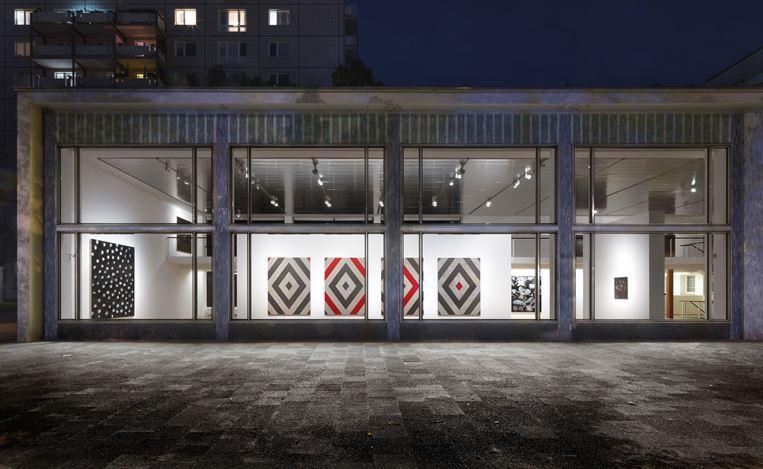 Exhibition view: Ross Bleckner,Quid Pro Quo,Capitain Petzel, Berlin (10 September–7 November 2020) © the artist and Capitain Petzel, Berlin. Ph: Jens Ziehe