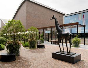Giraffe 长颈鹿 by Daniel Daviau contemporary artwork