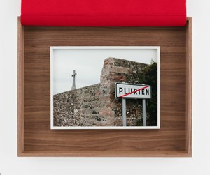 Plurien sortie by Sophie Calle contemporary artwork