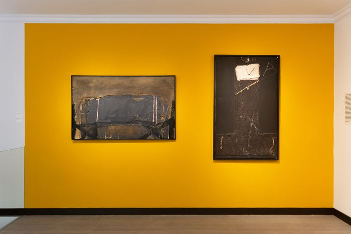 Exhibition view: Tàpies Today, Galeria Mayoral, Paris (February 6 – July 24, 2020). Courtesy Galeria Mayoral.