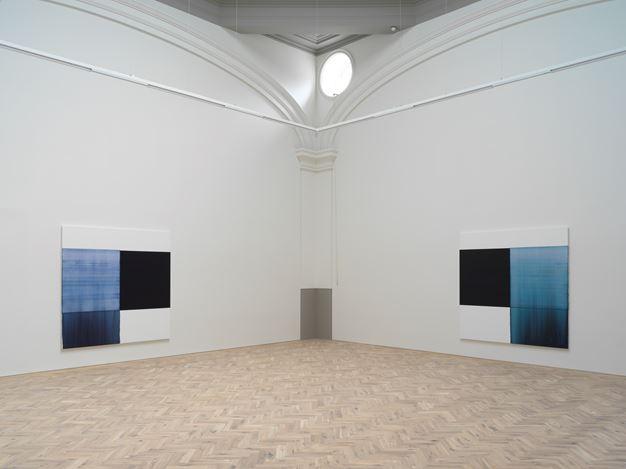 Exhibition view: Callum Innes, Byzantine Blue, Delft Blue, Paris Blue, Ingleby Gallery (12 May–14 July 2018). Courtesy Ingleby Gallery.