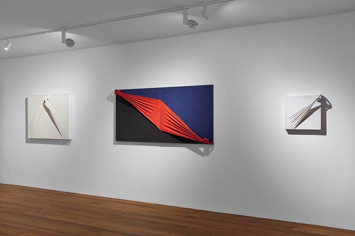 Exhibition view: Jorge Eielson, Timothy Taylor, New York (14 November–18 January 2020). Courtesy Timothy Taylor.