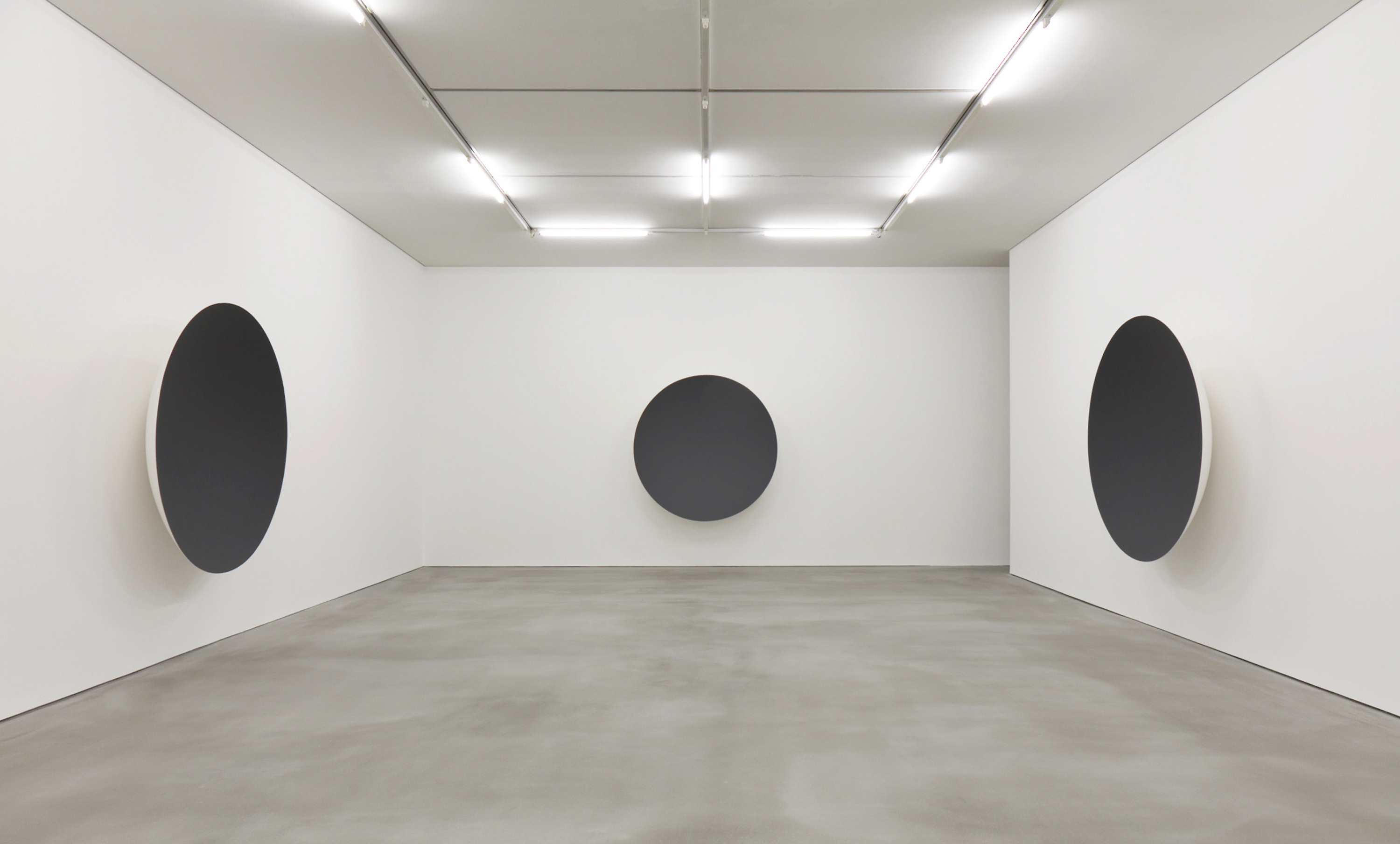 Image: Exhibition view, Anish Kapoor, Gathering Clouds, 2016. Exhibition view. Photo: Keith Park. Courtesy Kukje Gallery, Seoul.