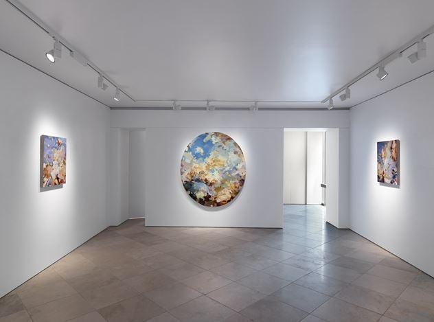 Exhibition view:Flora Yukhnovich,Barcarole,Victoria Miro, Venice (12 September–24 October 2020). © Flora Yukhnovich. Courtesy the artist and Victoria Miro.