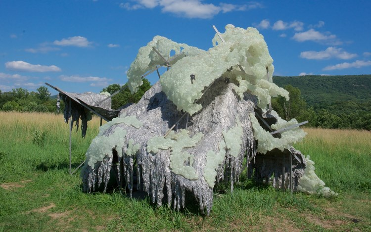 Lynda Benglis, HILLS AND CLOUDS (2014). Cast polyurethane with phosphorescence and stainless steel. 11 x 19 x 19 feet. © Lynda Benglis/Licensed by VAGA, New York. Courtesy Blum & Poe, Los Angeles, New York, Tokyo. Photo: Jerry L. Thompson.