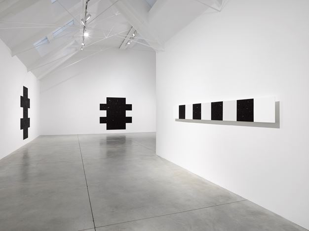 Exhibition view: Mary Corse, Variations, Lisson Gallery, Bell Street, London (6 October–7 November 2020). © Mary Corse. Courtesy Lisson Gallery.