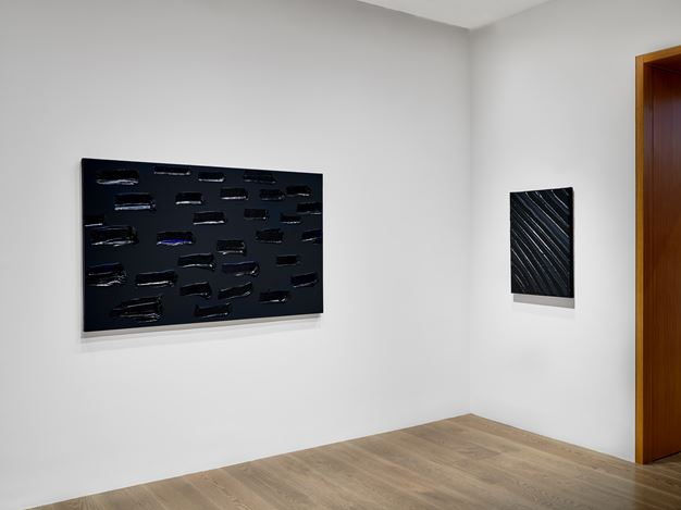 Exhibition view: Pierre Soulages, Outrenoir, Lévy Gorvy, Hong Kong (7 July–10 September 2020). Courtesy Lévy Gorvy. Photo: Kitmin Lee.