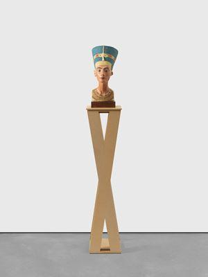 Nefertiti by Isa Genzken contemporary artwork