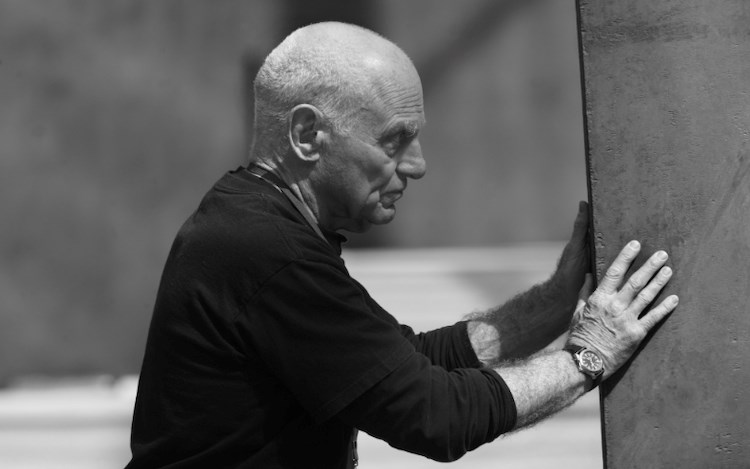 Richard Serra during the installation ofPromenade(2008) at the Grand Palais on the occasion of Monumenta, Paris, 2008.
