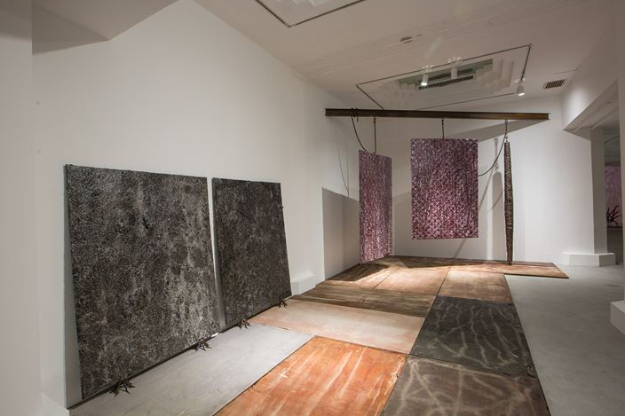 Exhibition view of Slippages,2016 at Pearl Lam Gallery, Shanghai. Image Courtesy of Pearl Lim Gallery.