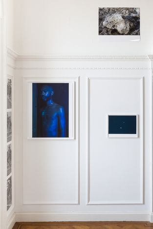 Wolfgang TillmansMoon in Earthlightinstallation view, Morena di Luna, Hove, 2021© Wolfgang Tillmans, courtesy Maureen Paley, London / Hove