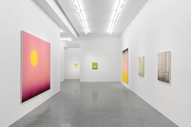 Exhibition view: Rachel Howard, You Have a New Memory, Simon Lee Gallery, London(1 October–14 November 2021). Courtesy the artist and Simon Lee Gallery.
