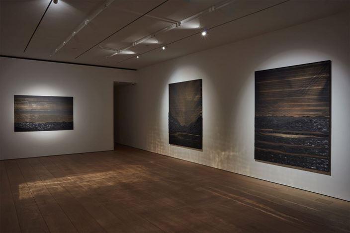 Exhibition view: Teresita Fernández, In Focus: Teresita Fernández, Lehmann Maupin,501 W 24th Street, New York (7 November 2019–4 January 2020). Courtesy Lehmann Maupin. Photo: Matthew Herrmann.