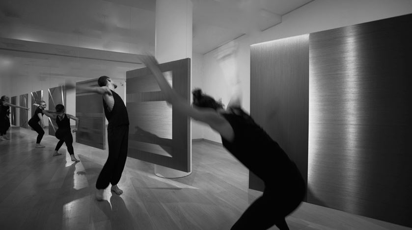 Alice Anderson performing aTransitional Dance, Waddington Custot (2019). Exhibition view: Alice Anderson,Body Disruptions, Waddington Custot, London (12 March–10 May 2019). Courtesy Waddington Custot