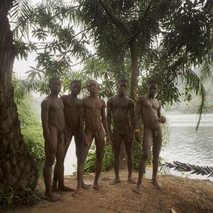 5 garçons près de la rivière Volta, Ghana by Denis Dailleux contemporary artwork photography