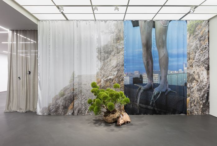 Exhibition view: Isa Melsheimer, false ruins and lost innocence, Esther Schipper, Berlin (6 December 2020–16 January 2021). Courtesy Esther Schipper Gallery. Photo: Andrea Rossetti.