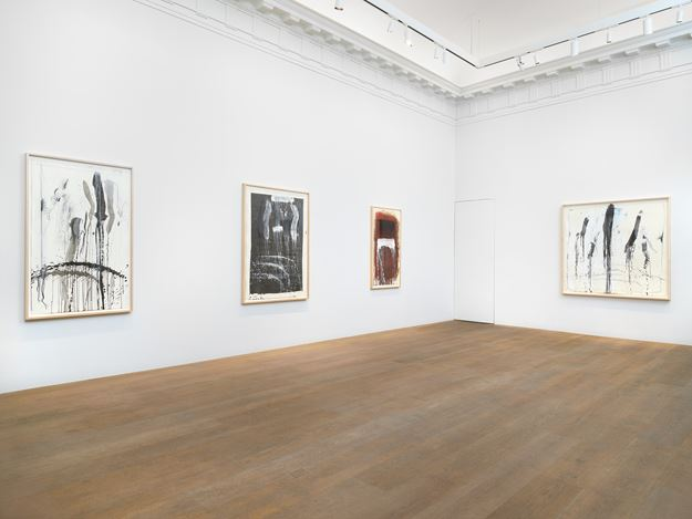 Exhibition view: Pat Steir, Waterfall Paintings on Paper, Lévy Gorvy, New York (17 August–1 October 2020). Courtesy Lévy Gorvy.