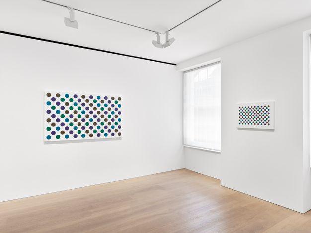 Exhibition view: Bridget Riley,Past into Present, David Zwirner, London (3 June–2 October 2021). Courtesy David Zwirner.