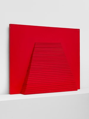 Pyramide avec une bande rouge by Horia Damian contemporary artwork