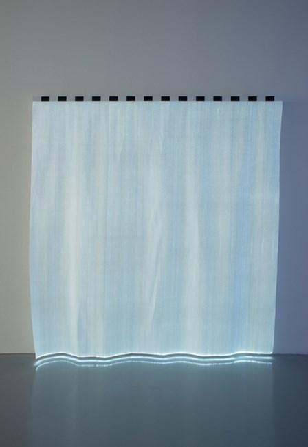 Boîte à LED rayée pour monochrome blanc by Daniel Buren contemporary artwork