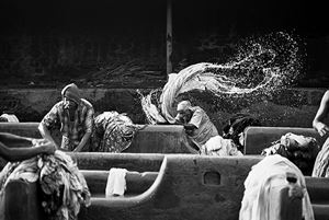 Mahalaxmi Dhobi Ghat clothes-washing center, Bombay (Mumbai), India by Sebastião Salgado contemporary artwork