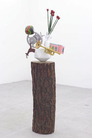Las cosas antiguas que nos pertenecen (Icosahedron/satellite) by Gabriel Rico contemporary artwork