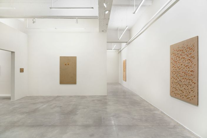 Exhibition view: Kim Tschang-Yeul, The Stillness of Water, Tina Kim Gallery, New York (9 September–16 October 2021).Courtesy the artist's estate and Tina Kim Gallery. Photo © Hyunjung Rhee.