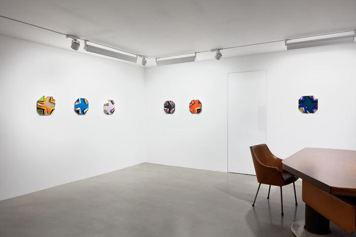 Exhibition view: Jim Lambie,NORTHERN SOUL, Sadie Coles HQ, Davies Street, London (27 February–9 April 2020). Courtesy Sadie Coles HQ.