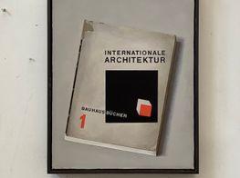 "Liu Ye<br><em>Internationale Architektur</em><br><span class=""oc-gallery"">Esther Schipper</span>"