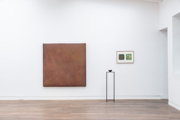 Exhibition view: Gotthard Graubner & Fausto Melotti, Colour Spaces, Beck & Eggeling International Fine Art, Düsseldorf (2 September–30 October 2021). Courtesy Beck & Eggeling International Fine Art.